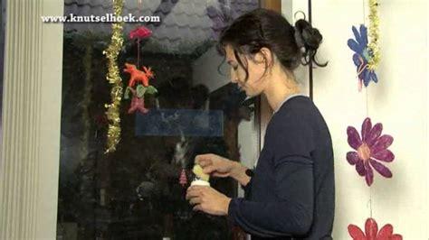 kerstdecoratie voor raam maak zelf snel en gemakkelijk leuke kerstdecoraties op je