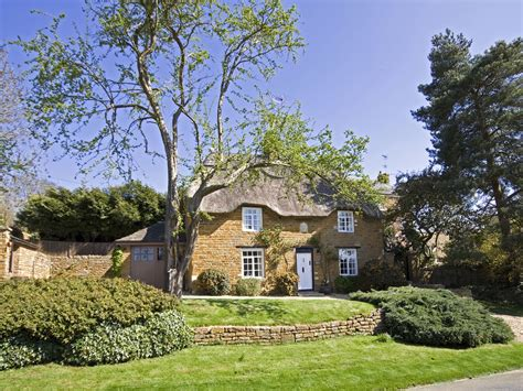 Rutland Cottage by Luxury Thatched Ironstone Cottage Near Vrbo
