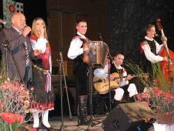 ansambel roka zlindre spomin na oceta na slavnostni seji podelili letošnja priznanja dolenjski