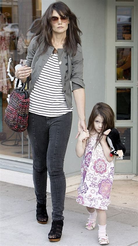Holmess Shopping Spree For Suri by Suri Cruise Outdoes In The Fashion Stakes As They