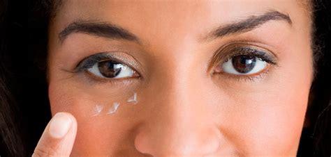 Krim Mata Di trik aplikasi krim mata yang tepat agar tidak iritasi