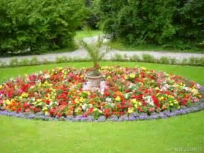 photo jardin fleuri devant la marocaine le