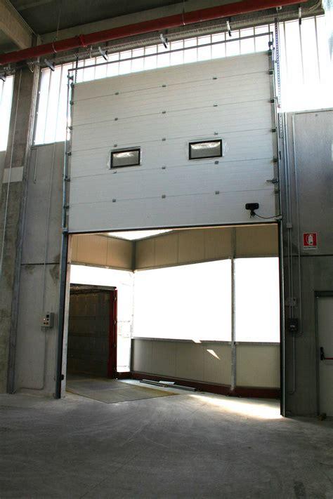 porta sezionale porta sezionale industriale con scorrimento in verticale