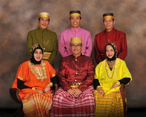 Cara Memakai Baju Bodo Sulawesi Selatan 5 baju adat paling unik di indonesia boombastis portal berita unik viral aneh terbaru