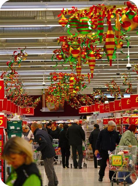 christmas themes for retail stores 35 best images about poppy s decor on pinterest red
