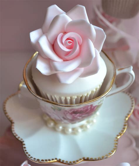 beautiful cupcake little paper cakes beautiful vintage wedding cupcakes