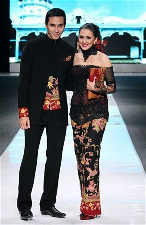Cople Shofiya 3 Batik kebaya fashion culture http
