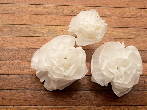 How To Make Toilet Paper Flowers - how to make flowers made of toilet paper 6 steps with