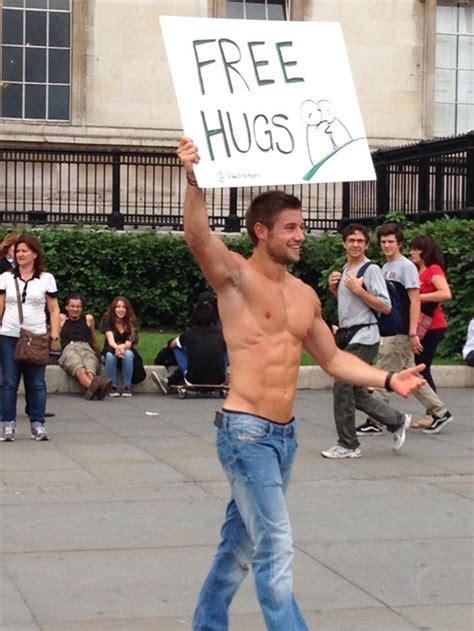 free hug guy d 226 n mạng đổ x 244 săn t 236 m trai đẹp 6 m 250 i 244 m miễn ph 237