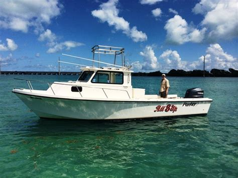 sport fishing boats with cabin 1996 used parker 2520 xld sport cabin saltwater fishing