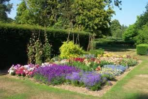 Awesome small flower garden ideas garden ideas for small gardens jpg