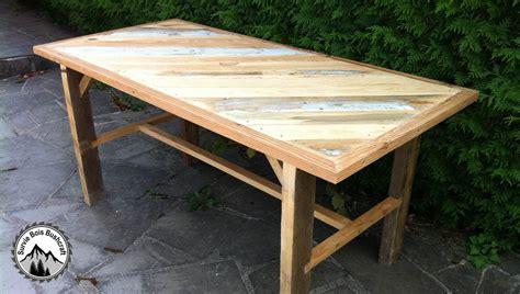 Table Patio En Bois by Fabrication D Une Table Solide En Bois De R 233 Cup 233 Ration