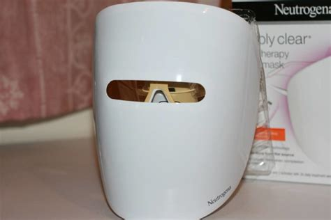 neutrogena light therapy mask review neutrogena visibly clear light therapy mask the good