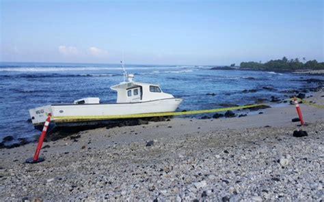 hoku boats salvage crew to remove grounded boat off kailua kona beach