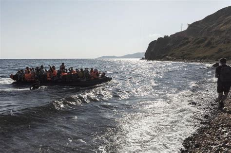 syrian refugee crisis boat europe refugee crisis photo of dead child prompts outrage