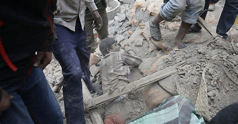 imagenes fuertes nepal fuerte terremoto en nepal deja m 225 s de 2 300 personas