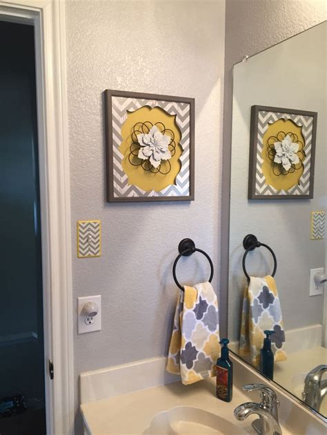 Yellow And Grey Bathroom Decorating Ideas by Best 20 Grey Yellow Bathrooms Ideas On