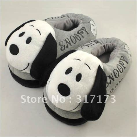 snoopy slippers plush 240 best snoopy images on peanuts snoopy i