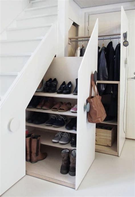 Meubles Sous Escaliers by D 233 Couvrir Les Meubles 224 Chaussures En 50 Photos Meubles