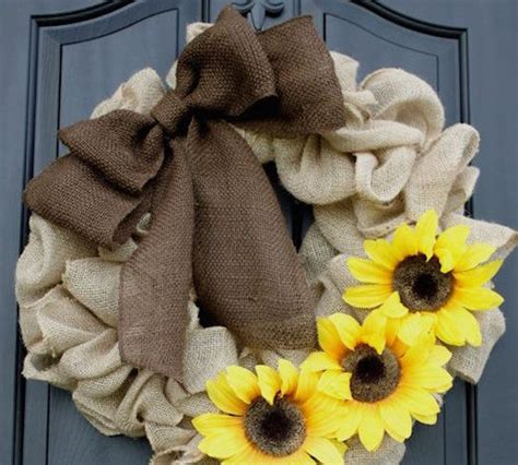 how to geed burlap in a christmas burlap wreath tutorial for beginners