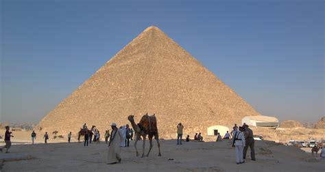 wann wurde die erste pyramide gebaut giza necropolis khufu s pyramid weepingredorger