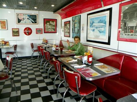 Colonial Heights Food Pantry by 50 S Diner Style2