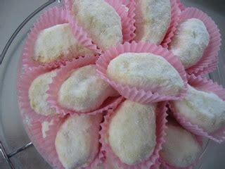 membuat kue kering tradisional membuat kue putri salju buat hidangan lebaran tips