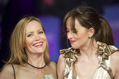 leslie mann laugh dakota johnson shares a laugh with leslie mann photo who2