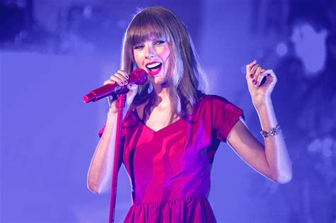 taylor swift and apple music taylor swift secures payment for all artists on apple