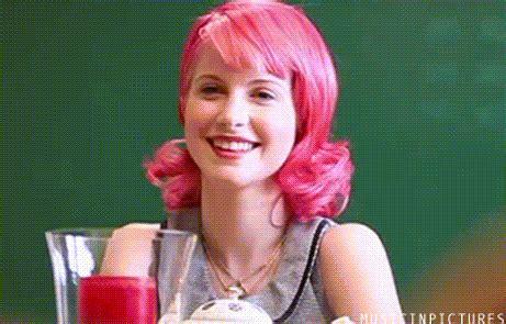 Kaos Riot Paramore transformasi gaya hayley williams dari paramore masih