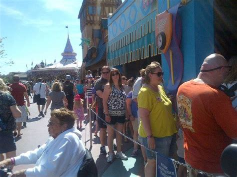 theme park queue times how much do queues affect your theme park experience