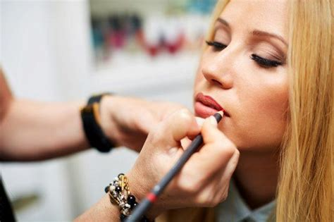 10 Tricks To Look Younger Instantly by 10 Makeup Tricks That Will Instantly Make You Look Younger
