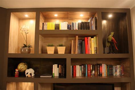 libreria d libreria realizzata in cartongesso e gres porcellanato con