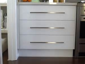 Handles For Kitchen Cabinets And Drawers Kitchen Handles Kitchen Design Kitchen Design Auckland