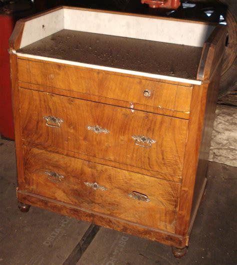 restaurer une commode en bois les invendables de la brocante traditionelle