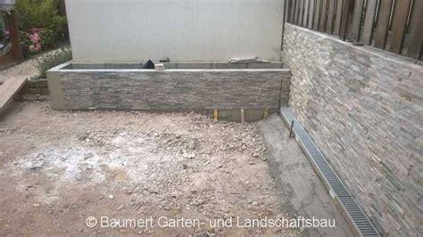 Betonmauer Mit Natursteinen Verkleiden by Baustelle Natursteinplatten Travertin Baumert Garten