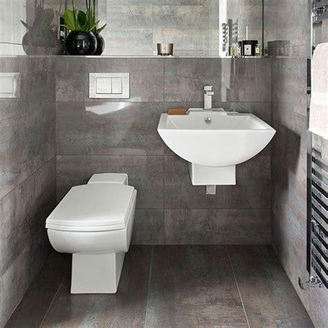 kleines gefliestes badezimmer dunkelgrau gefliestes badezimmer wohnideen badezimmer