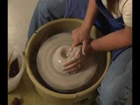 throwing a pot danielle the clay lady throwing a pot on the potters