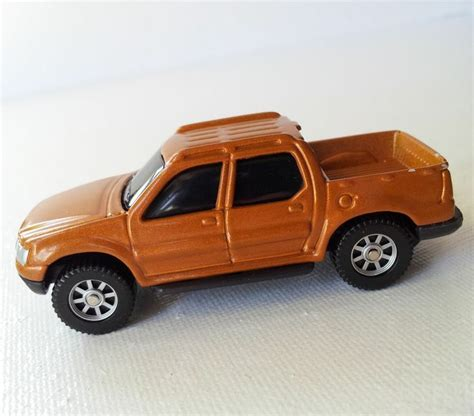 Maisto Fresh Metal Ford Sport Trac Maisto Diecast 1 64 Scale Model Car Bronze Ford Sport