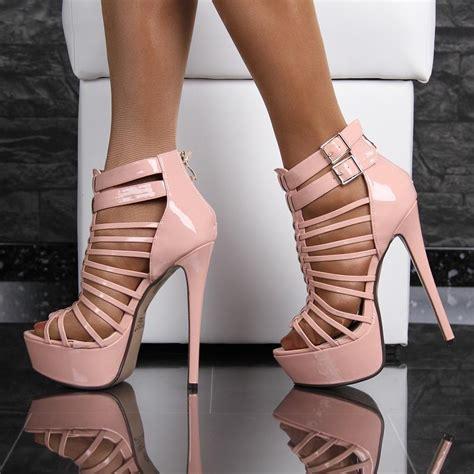 rosa high heels lackleder plateau sandaletten mit riemen high heels