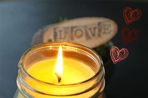candele per massaggio candela da massaggio fai dai te autoproduciamo
