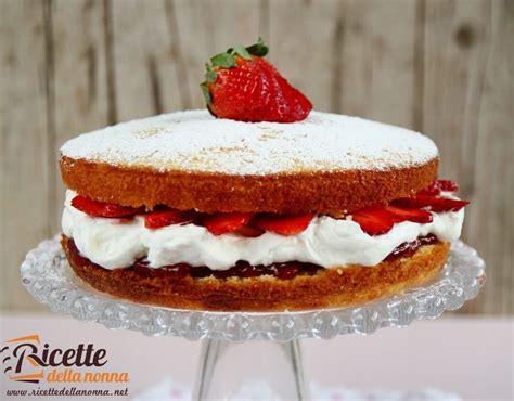 torta con panna da cucina torta soffice con panna e fragole ricette della nonna