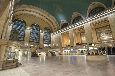bathrooms in grand central station an eerily beautiful photo of empty grand central terminal due to phantom storm juno