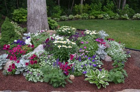 You To See Flower Garden 18 Genius Flower Beds Around Trees You Need To See The In