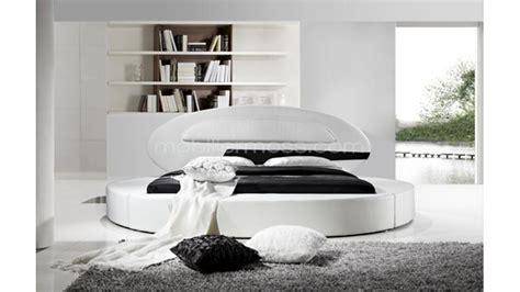 lit rond design en cuir planet un lit en cuir