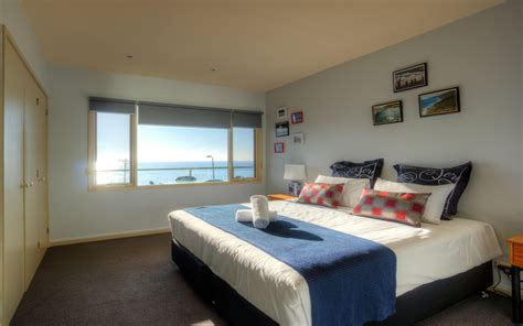 apartments with 2 master bedrooms pierview apartments ocean view apartments lorne