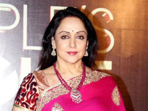 biography hema malini i m not whiling away my time hema malini filmibeat