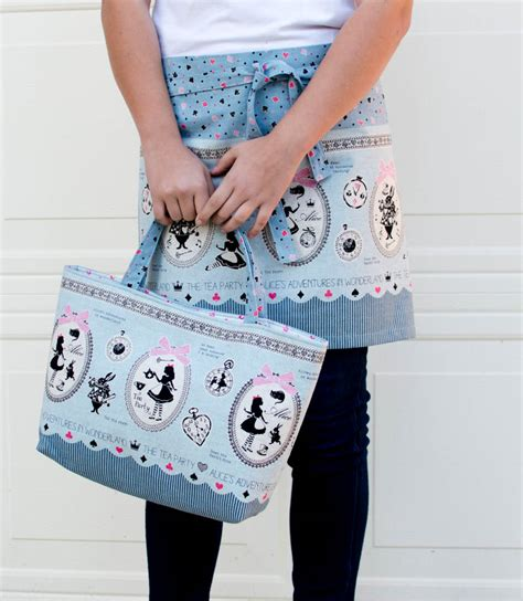 magic apron pattern sew a tote bag and hostess apron from 1 yard of fabric