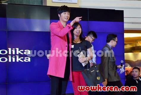 Kaos Velvet Kaos Seulgi Kaos Irene Kaos Yeri foto jung il woo berfoto bersama fans yang beruntung foto 14 dari 66