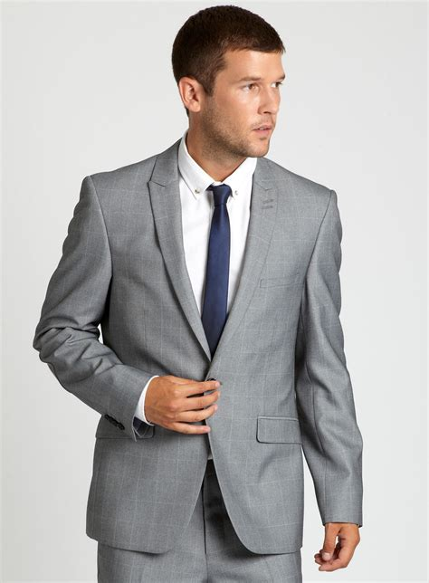 Which Tie Color Style With Light Grey Suit And White Shirt